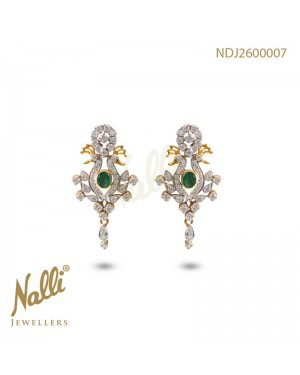 DIAMOND EARRING WITH EMERALD